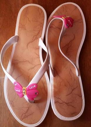 Сланцы для женщин, белые с малиновым - df-shoes