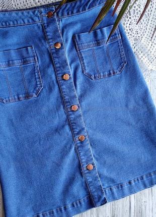 Трендовая джинсовая юбка с пуговицами