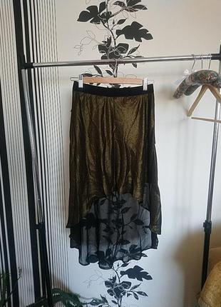 Красивая золотистая юбка со шлейфом