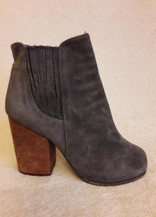 Мега стильные ботинки на широком каблуке бренда jeffrey campbell р. 39 стелька 25,5 см