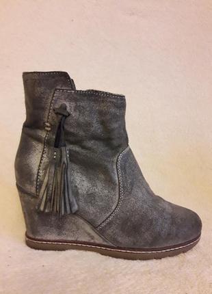 Стильные замшевые ботинки на танкетке фирмы roberto santi p. 37 стелька 24 см