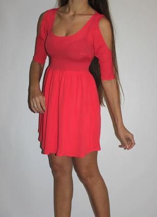 Яркое платье с открытыми плечами - пуговки по спинке ! -- срочная распродажа --
