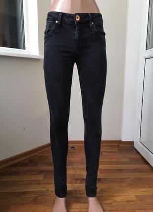 Чёрные джинсы скини плотные хорошо тянутся