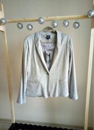 Стильный трикотажный пиджак из натуральной ткани