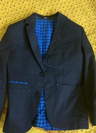 Суперстильный пиджак hugo boss для мальчика. из австрии