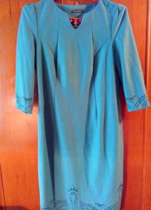 Трикотажное платье с перфорацией.