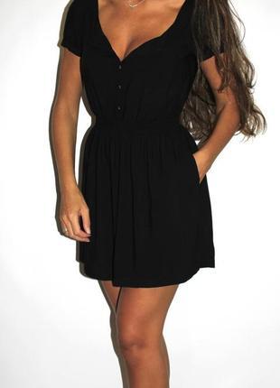 Черное платье h&m а карманами ( пуговки по груди )