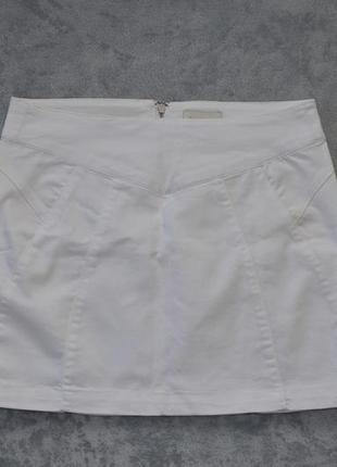 Короткая белая юбка bershka