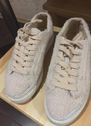 Плюшевые кроссовки zara