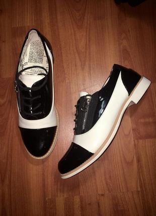 Новые лаковые туфли оксфорды