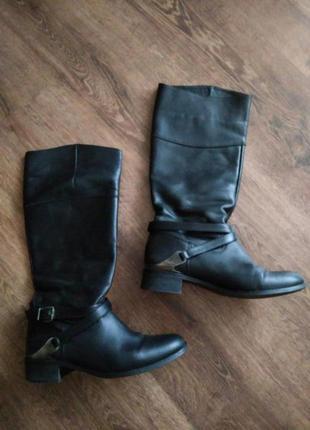 Черные кожаные сапоги c металлическими вставками осень-весна