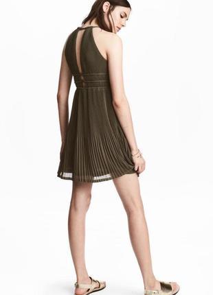 В наличии платье плиссированное хаки zara zara