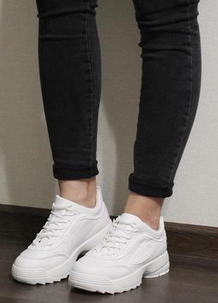 Модные и стильные женские белые кроссовки (крипперы) из эко-кожи