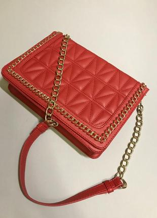 Невероятно привлекательная сумочка сумка на цепочке