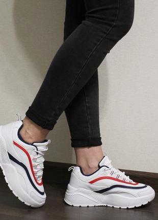 Модные женские белые кроссовки на толстой подошве