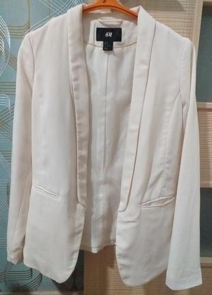 Белый кремовый пиджак жакет смокинг