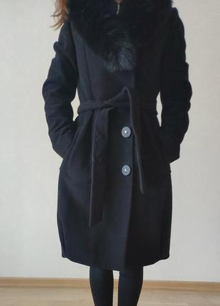 Пальто со съёмным воротником из меха