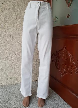Стрейчевые белоснежные котоновые джинсы на 54-56 размер