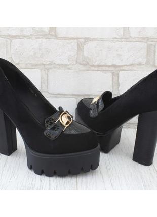 Шикарные туфли на платформе и высоком каблуке