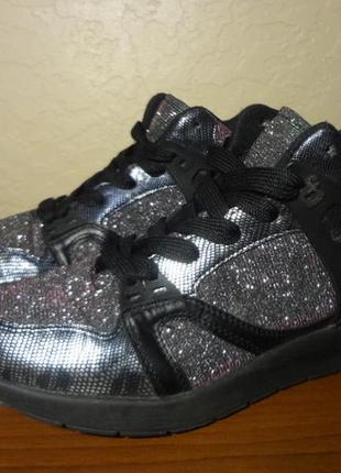 Яркие блестящие удобные кроссовки 39 размер