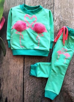 Стильний костюм для дівчинки: реглан оздоблений помпонами (натуральний песець), штани.