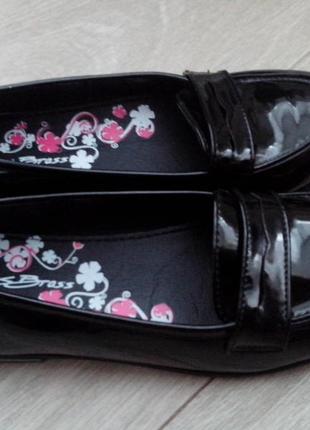 Туфли лаковые  р.34-35(стелька 22.5 см)