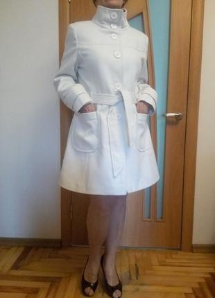 Стильное красивое белое пальто с карманами. размер 16.