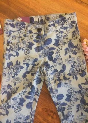 Классные каттоновые джинсы штаны в принт цветы для малышка max 2-3 года.2