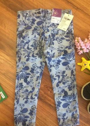 Классные каттоновые джинсы штаны в принт цветы для малышка max 2-3 года.3