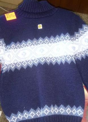 Тёплый свитер с горлом