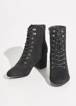 Ботинки sinsay на шнуровке