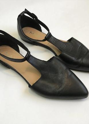 Кожаные черные туфли на низком каблуке ходу от max размер 39.