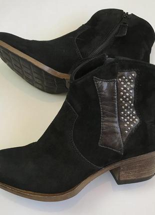 Кожаные черные полуботинки ботинки на не большом устойчивом каблуке 37 размера.