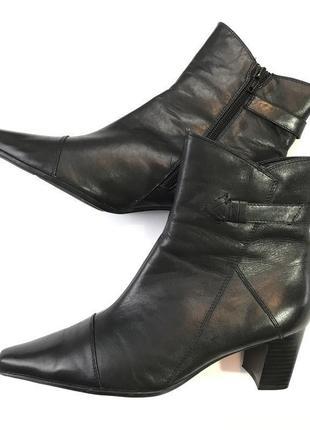 Черные кожаные ботильоны на устойчивом каблуке от roberto santi размер 38.