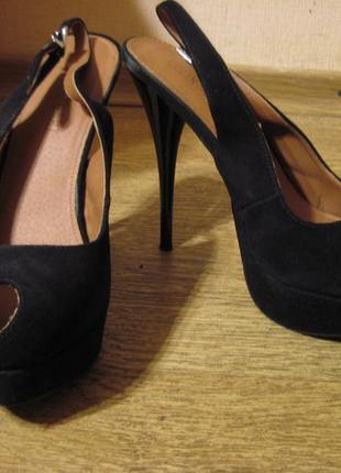 Нарядные черные туфли