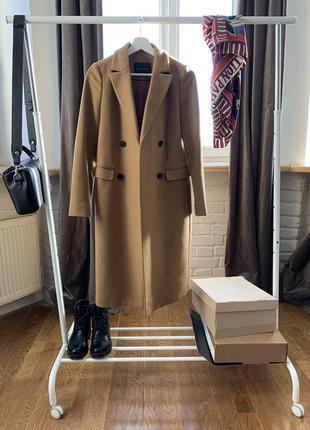 Пальто в идеальном состоянии вместе с чехлом