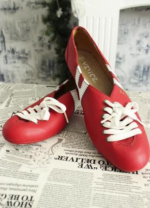 Натуральные кожаные сандали на шнуровке красного цвета от venice (42 размер)