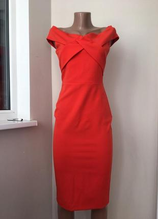 Красивое миди платье с открытыми плечами