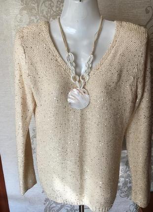 Красивый свитерок с открытой спинкой.