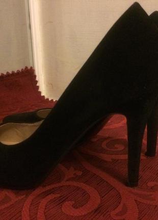 Чёрная замшевые туфли на шпильке3 фото