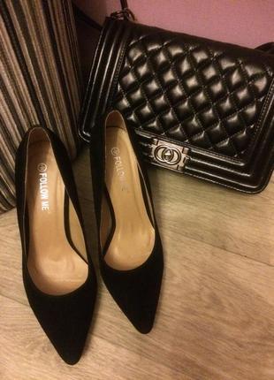 Чёрная замшевые туфли на шпильке1 фото