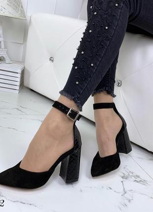 Шикарные туфельки из натуральной замши с каблуком под питона