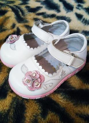 Туфельки мальвина кожанные на девочку, 20-21 р., туфли белые с цветком