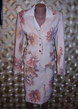 Классный офисный костюм-тройка: пиджак, блуза, прямая юбка