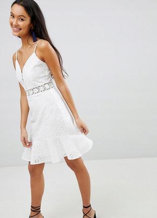 Parisian романтична біла ажурна сукня