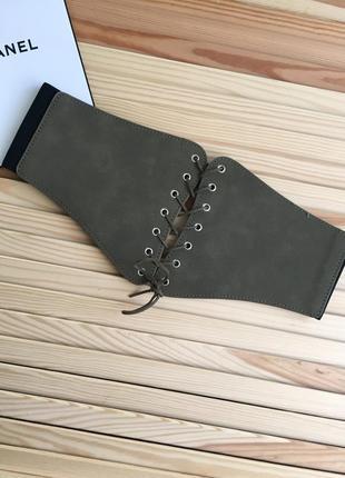Стильный пояс на шнуровке цвета хаки