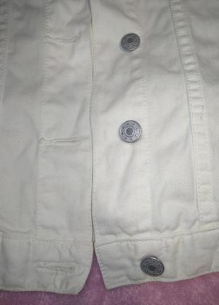 Красивая джинсовая курточка