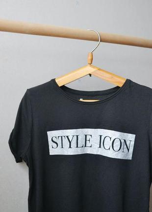 Черная футболка с принтом style icon