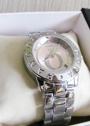 Роскошные фирменные часы.