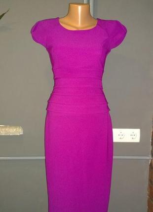 Красивое облегающее платье чехол футляр трендового отенка фуксия